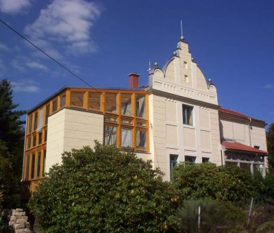 Ökologische Sanierung und Erweiterung eines Mehrfamilienhauses | Stadt Wehlen
